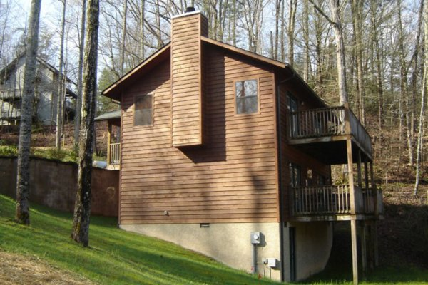 Side view of a cabin named Omg! A 2 bedroom cabin rental located in Gatlinburg