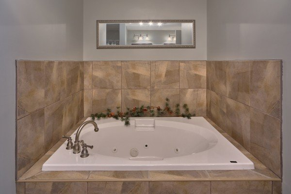 Jacuzzi tub at River Dreamin', a 2 bedroom cabin rental located in Pigeon Forge