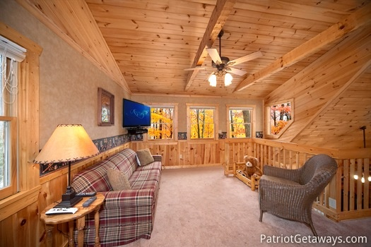 Sitting area in the loft at Hooked on Bears, a 2 bedroom cabin rental located in Pigeon Forge
