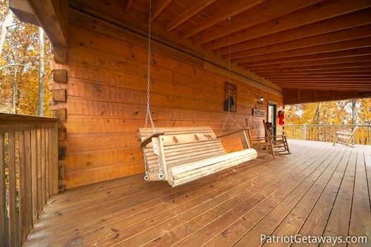 Swing on the front porch at Hooked on Bears, a 2 bedroom cabin rental located in Pigeon Forge
