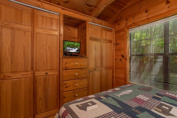 bedroom closets with television at angel's dream a 1 bedroom cabin rental located in gatlinburg