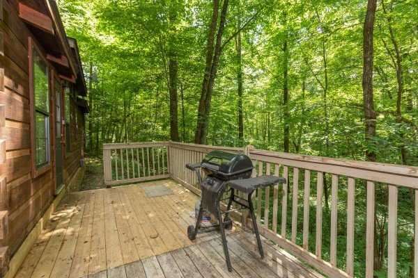 deck with grill at angel's dream a 1 bedroom cabin rental located in gatlinburg