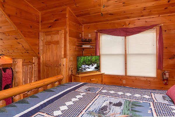 Loft bedroom with a TV at Ivy Lodge, a 1 bedroom cabin rental located in Pigeon Forge