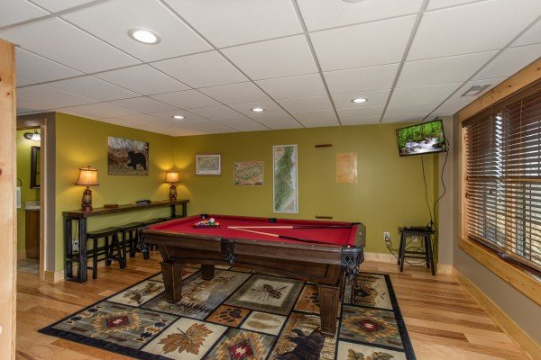 Pool table and bar top seating at Moonlight Inn Gatlinburg, a 2 bedroom cabin rental located in Gatlinburg