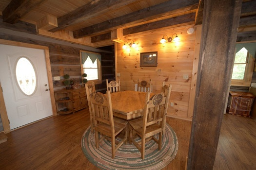 dining room table at mountain lake escape a 3 bedroom cabin rental located in douglas lake