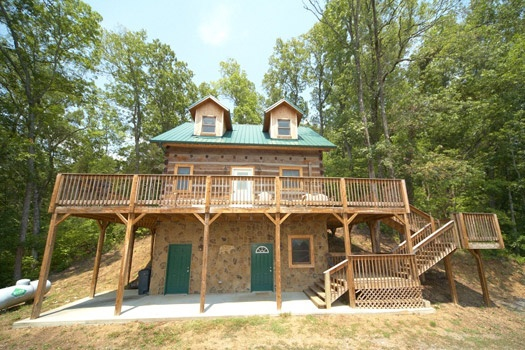 exterior front view at mountain lake escape a 3 bedroom cabin rental located in douglas lake