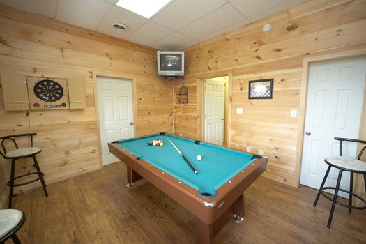 game room with pool table at mountain lake escape a 3 bedroom cabin rental located in douglas lake