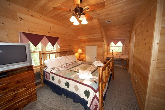 third floor king bedroom at mountain lake escape a 3 bedroom cabin rental located in douglas lake