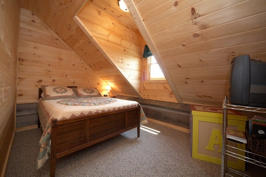 third floor queen bedroom at mountain lake escape a 3 bedroom cabin rental located in douglas lake