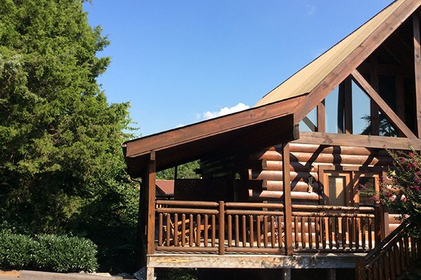 Parking pad at Granny D's, a 2 bedroom cabin rental located in Pigeon Forge