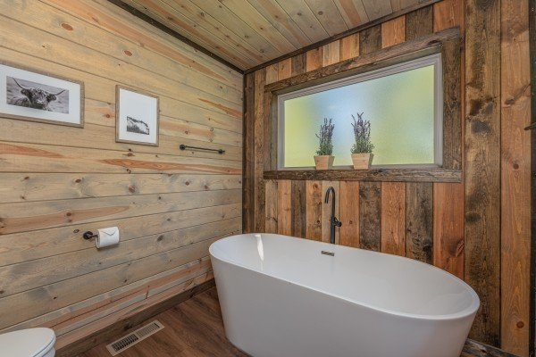 Soaking tub at Heaven's Hill, a 3 bedroom cabin rental located in Gatlinburg