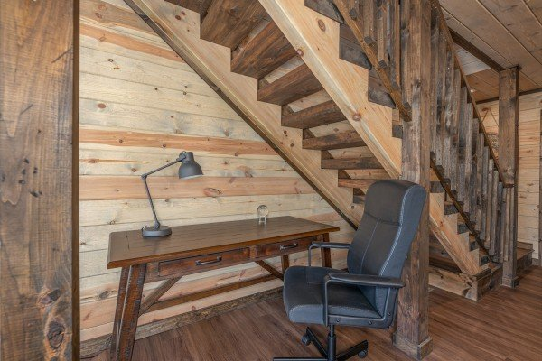 Writing desk at Heaven's Hill, a 3 bedroom cabin rental located in Gatlinburg