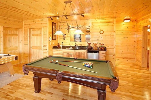 game room with pool table and wet bar at moose mountain lodge a 4 bedroom cabin rental located in gatlinburg