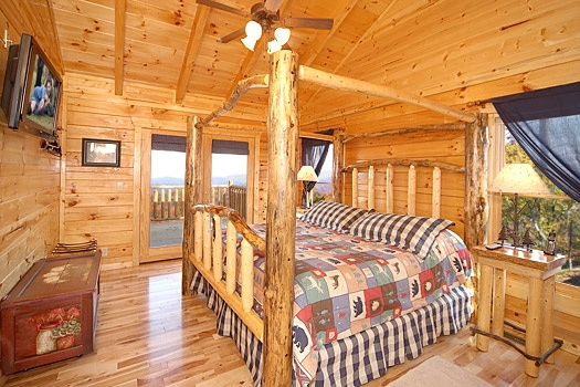 main level king bedroom at moose mountain lodge a 4 bedroom cabin rental located in gatlinburg