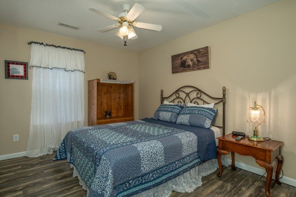 Bedroom with a queen bed at Peace at the River, a 3 bedroom cabin rental located in Pigeon Forge