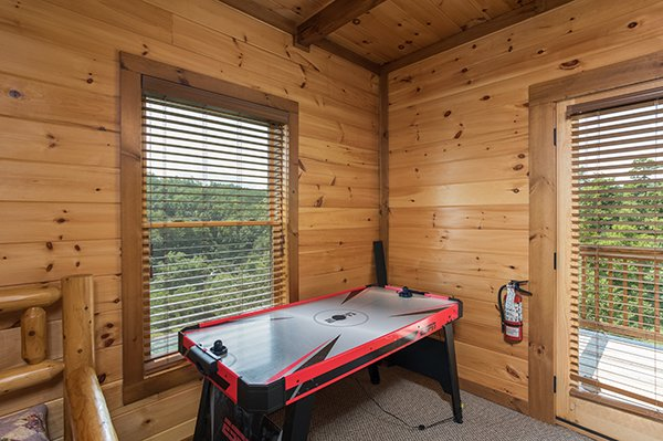 air hockey table at amazing grace a 3 bedroom cabin rental located in pigeon forge