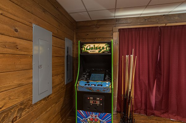 galega arcade game in the game room at amazing grace a 3 bedroom cabin rental located in pigeon forge