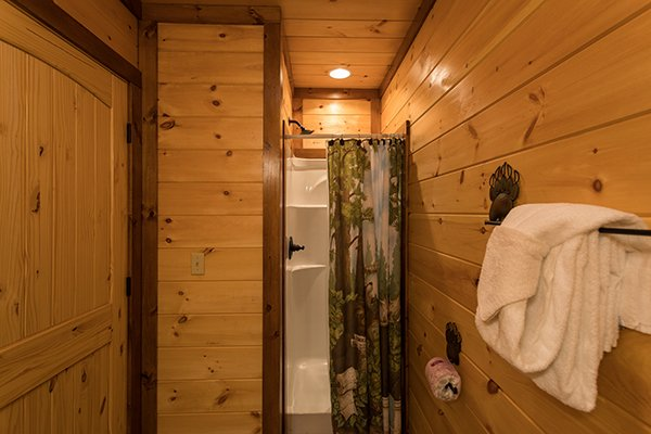 walk in shower at amazing grace a 3 bedroom cabin rental located in pigeon forge