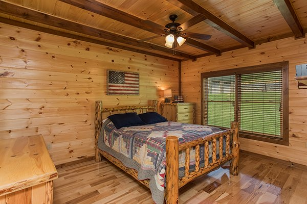 log bed at amazing grace a 3 bedroom cabin rental located in pigeon forge