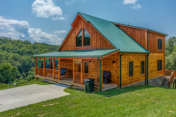 front exterior with flat parking at amazing grace a 3 bedroom cabin rental located in pigeon forge