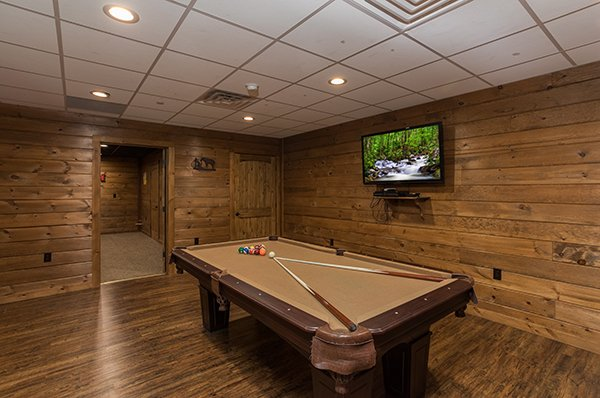 pool table in the game room at amazing grace a 3 bedroom cabin rental located in pigeon forge