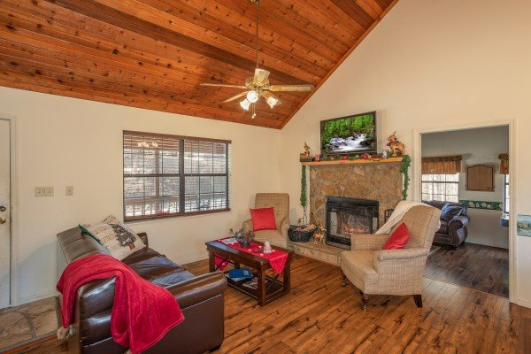 Living room with a fireplace and TV at Hillside Hideaway, a 1 bedroom cabin rental located in Pigeon Forge
