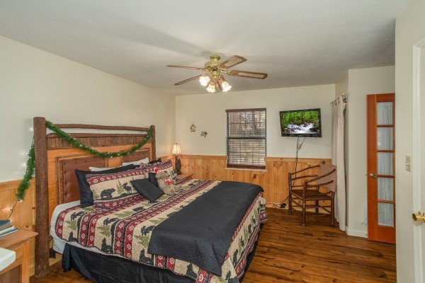 Bedroom with a king bed and TV at Hillside Hideaway, a 1 bedroom cabin rental located in Pigeon Forge