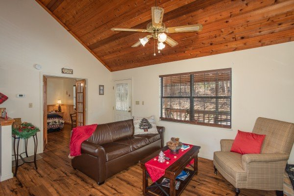 Sitting room with a sofa bed at Hillside Hideaway, a 1 bedroom cabin rental located in Pigeon Forge