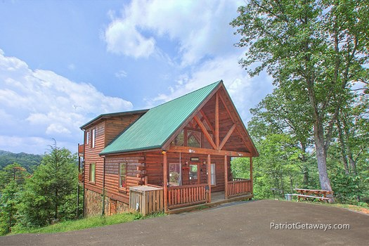exterior front view at wilderness escape a 2 bedroom cabin rental located in gatlinburg