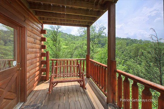 main floor deck with bench at wilderness escape a 2 bedroom cabin rental located in gatlinburg