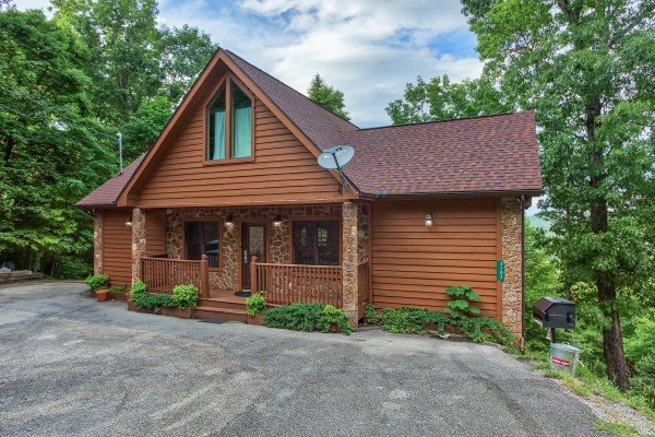 Level parking and cabin exterior at Valley View Lodge, a 3 bedroom cabin rental located in Pigeon Forge