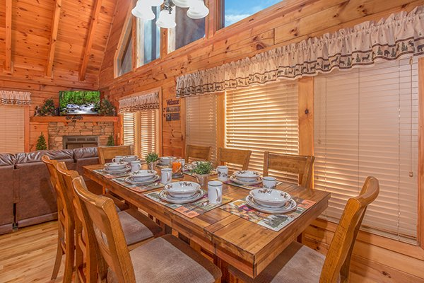 Dining space for eight at Mountain Harvest, a 3 bedroom cabin rental located in Pigeon Forge