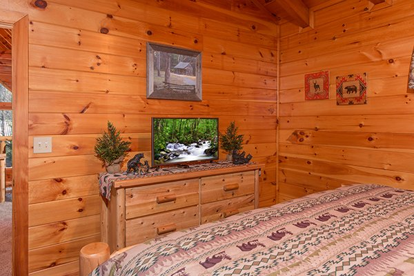 Bedroom with a tv and dresser at Mountain Harvest, a 3 bedroom cabin rental located in Pigeon Forge