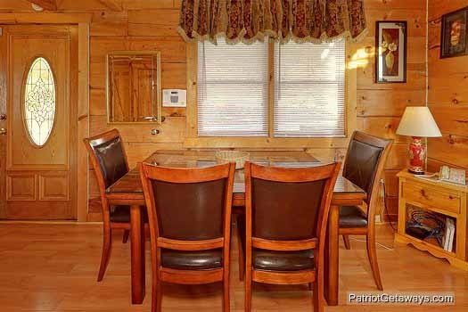 dining room at sunset vista view a 1 bedroom cabin rental located in pigeon forge