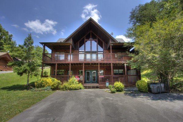 Pool Side Lodge, a 6 bedroom cabin rental located in Pigeon Forge