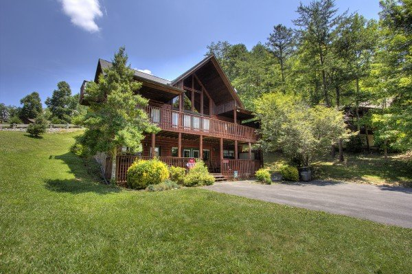 Yard at Pool Side Lodge, a 6 bedroom cabin rental located in Pigeon Forge