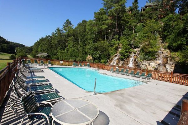 Pool and water feature near Bear Bottom Retreat, a 4 bedroom cabin rental located in Pigeon Forge