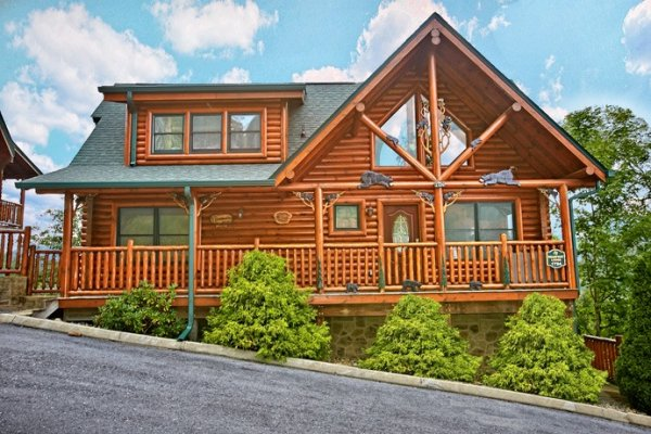Cabin exterior from the road at Bearfoot Lodge, a 5-bedroom cabin rental located in Pigeon Forge
