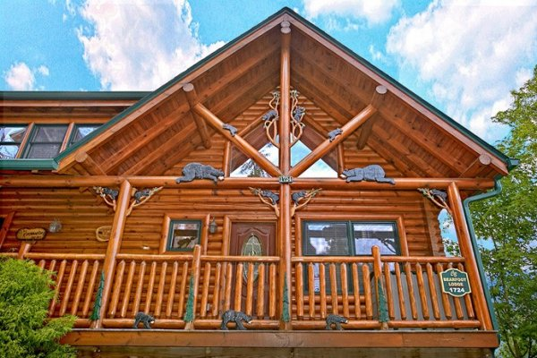 Front deck with custom woodwork at Bearfoot Lodge, a 5-bedroom cabin rental located in Pigeon Forge