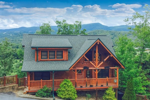 Front exterior view of Bearfoot Lodge, a 5-bedroom cabin rental located in Pigeon Forge
