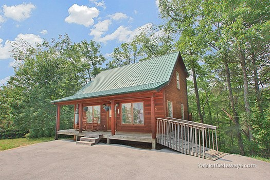 exterior front view at moose on the loose a 1 bedroom cabin rental located in gatlinburg