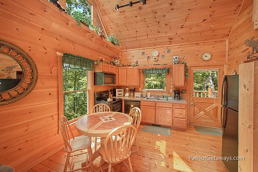 kitchen and dining area at moose on the loose a 1 bedroom cabin rental located in gatlinburg