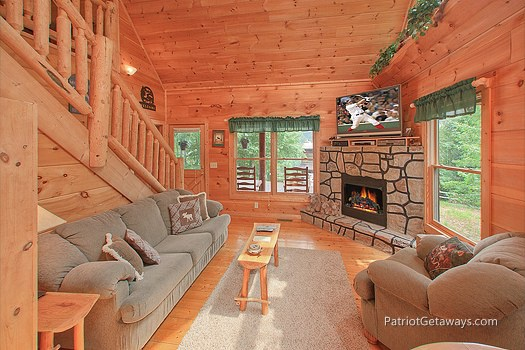 living room with fireplace at moose on the loose a 1 bedroom cabin rental located in gatlinburg