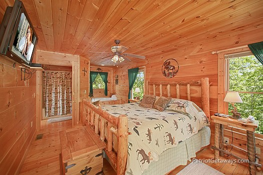 main level bedroom with king bed at moose on the loose a 1 bedroom cabin rental located in gatlinburg