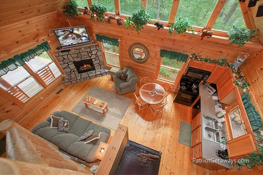 overhead view of living area at moose on the loose a 1 bedroom cabin rental located in gatlinburg