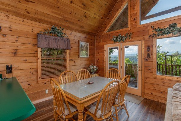 dining room with seating for six at angel's majestic view a 3 bedroom cabin rental located in pigeon forge