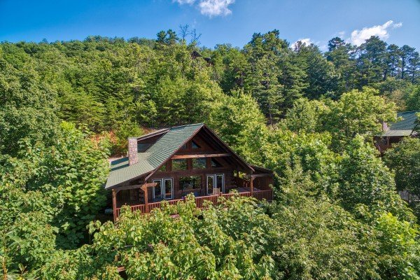 wooded exterior view of angel's majestic view a 3 bedroom cabin rental located in pigeon forge