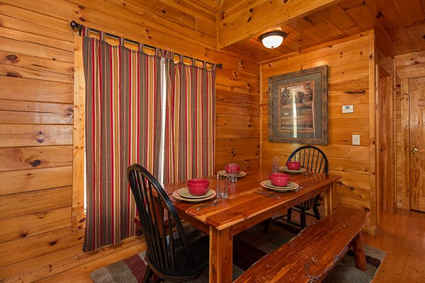 dining room at a beautiful memory a 4 bedroom cabin rental located in pigeon forge