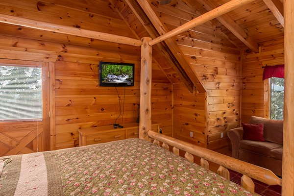 Four post log bed at A Beautiful Memory, a 4 bedroom cabin rental located in Pigeon Forge
