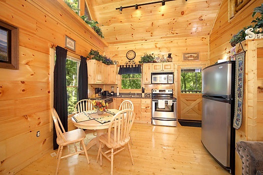 dining table for four at honey bear haven a 1 bedroom cabin rental located in pigeon forge